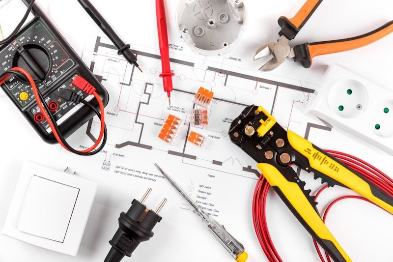 all current electric top 10 reasons to hire professional electrician